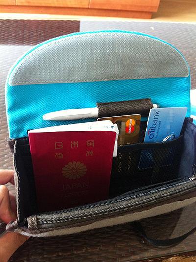 Milesto パスポートケースの中
