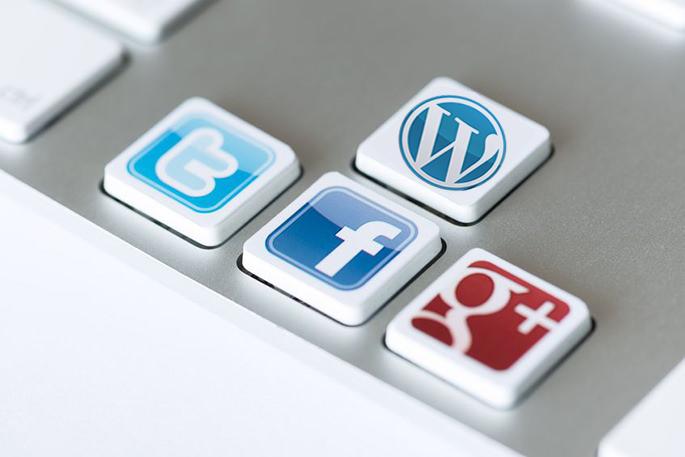 投稿画面をfacebookとtwitterに連携