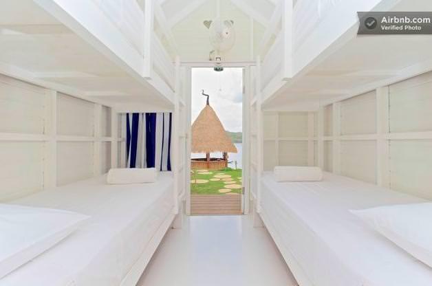 バリ島のドミトリーのベッド