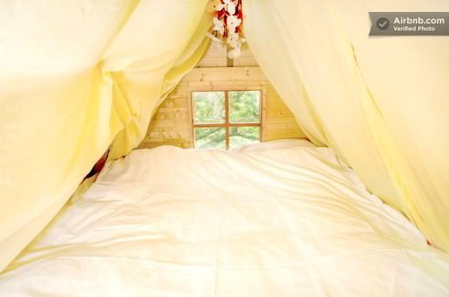 ツリーハウスのベッドルーム