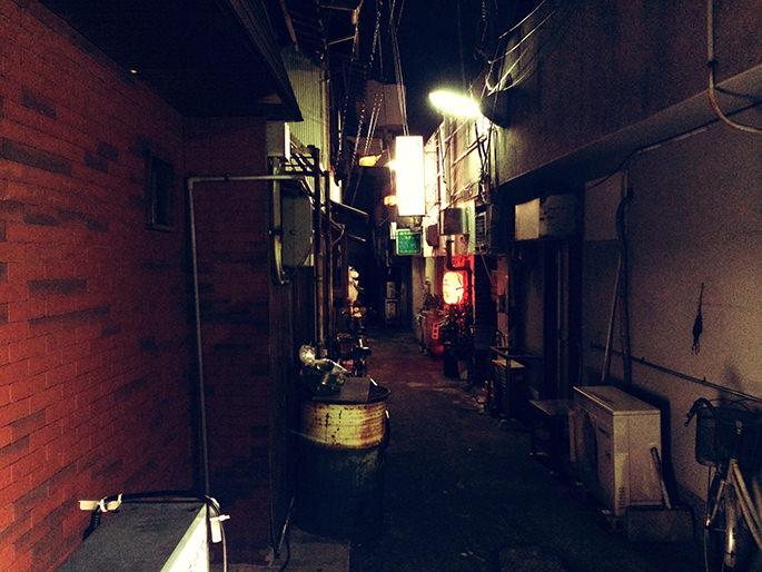 路地裏の提灯