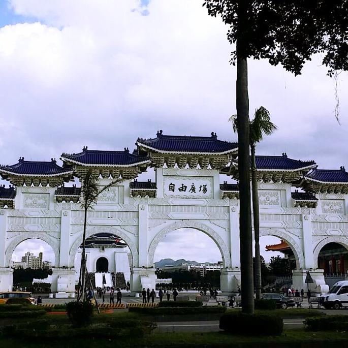 中正紀念堂へ続く門