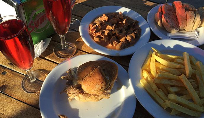 テーブルにのった食べ物たち