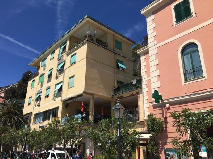 モンテロッソの商店街
