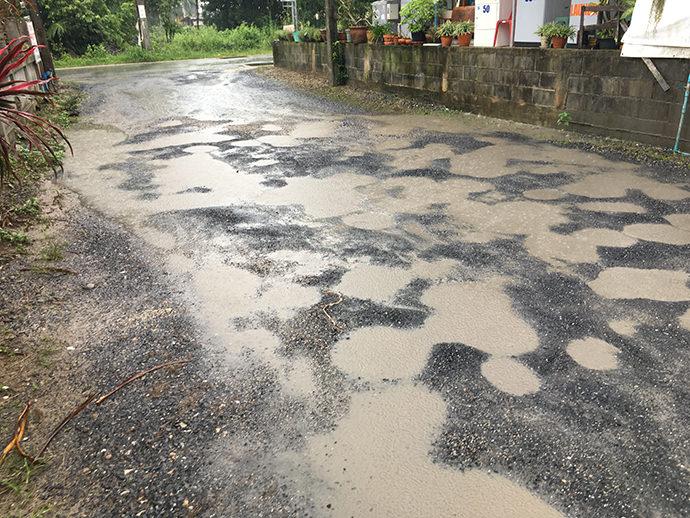 荒れた道路