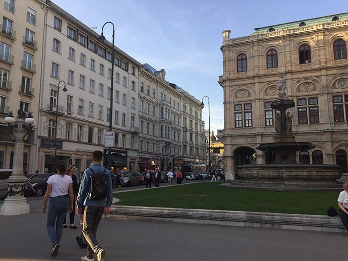 ウィーン国立歌劇場への道のり