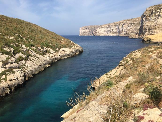 ゴゾ島の海から川へ変わる景色