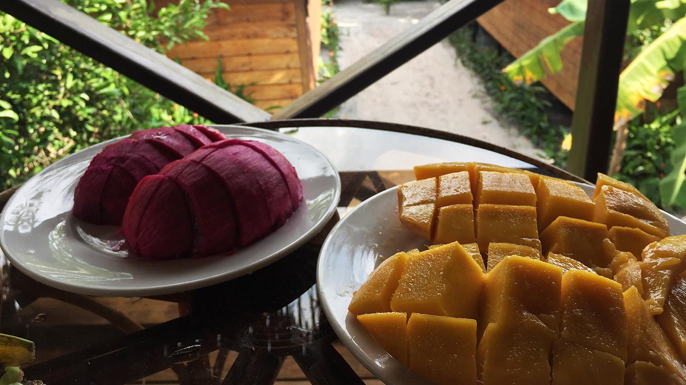 マンゴーとドラゴンフルーツ