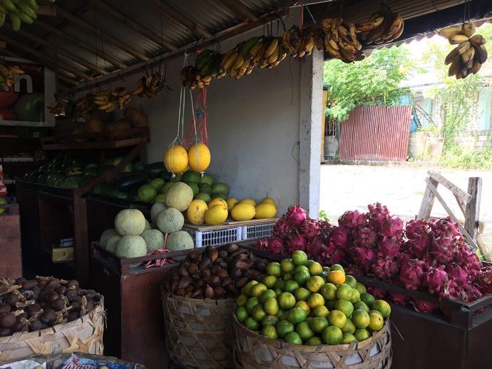 ローカルの果物屋